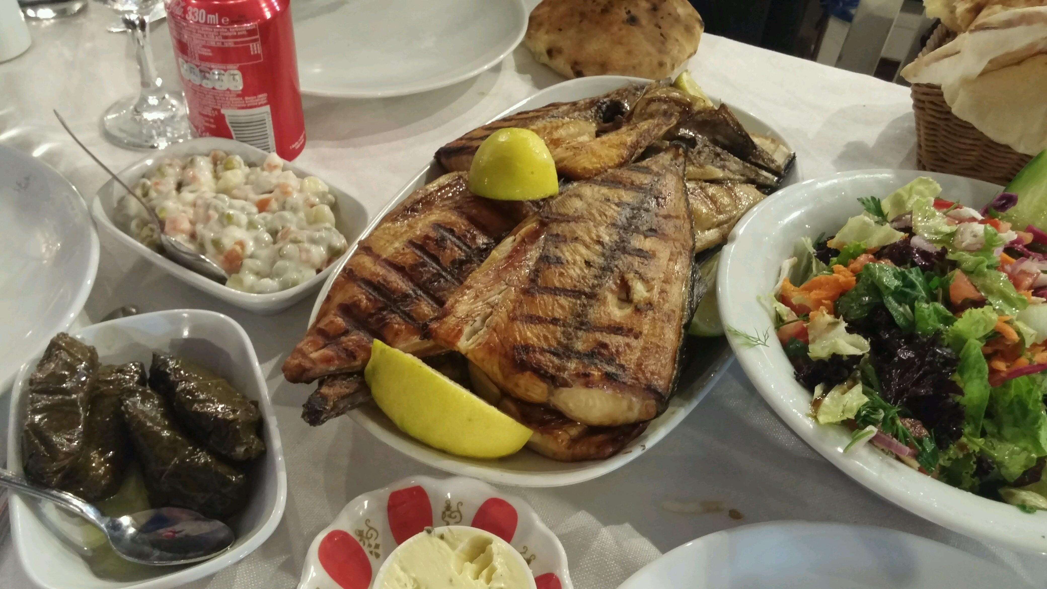 Reis Balıkçılık Restaurant   Cumhuriyet Belediye Caddesi, 48300 Fethiye/Muğla   +90 252 612 53 68