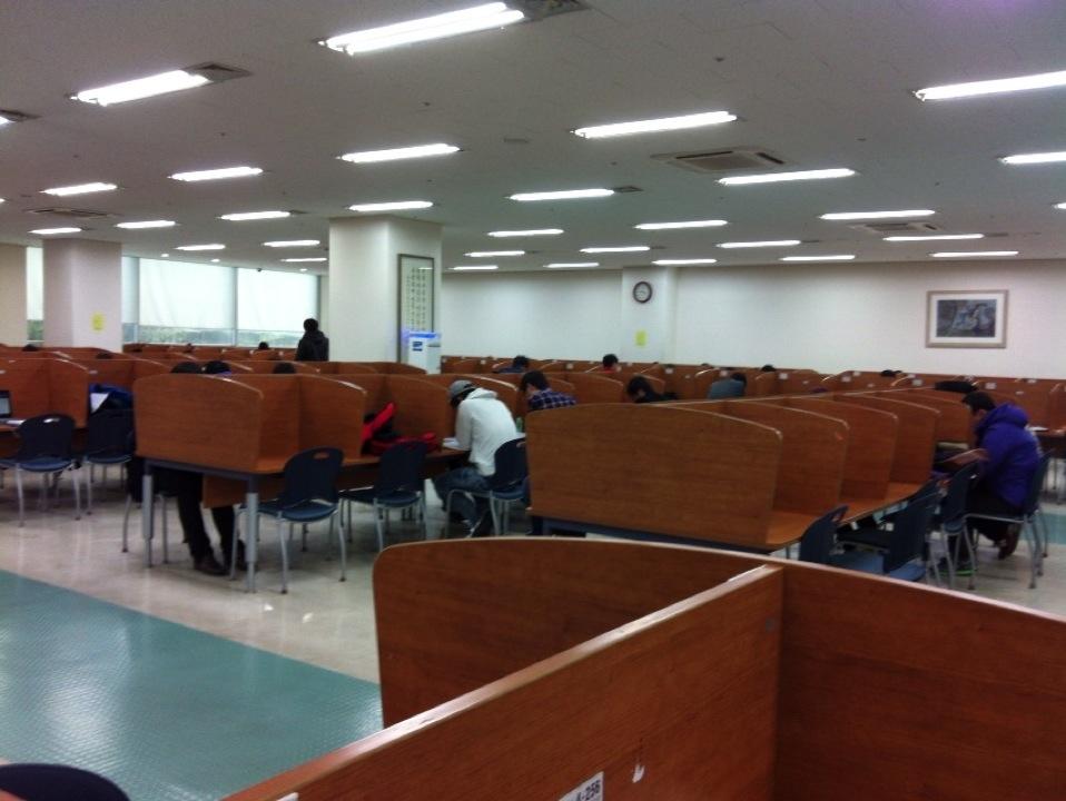 울산대학교 아산도서관 신관 | 울산 남구 대학로 93 | +82 52-259-2482