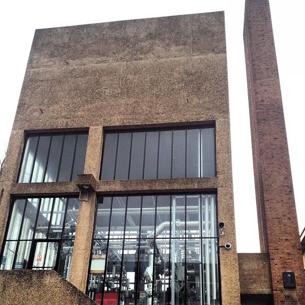 Stoke Newington School And Sixth Form   Clissold Road, London N16 9EX   +44 20 7241 9600