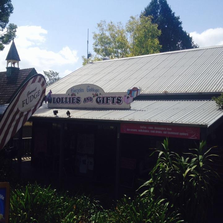 Kangaroo Valley Fudge House & Ice Creamery   SHOP 1 162 MOSS VALE Road, Kangaroo Valley, New South Wales 2577   +61 2 4465 1375