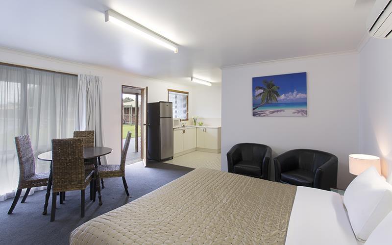 Best Western Colonial Village Motel | 31 mortlake road, Warrnambool, Victoria 3280 | +61 3 5562 1455