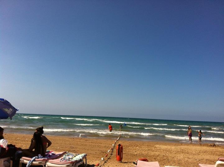 Gel Bakalım Beach & Cafe   Çavuş 31 Kordonboyu Caddesi, 34980 Şile/İstanbul   +90 532 474 02 05