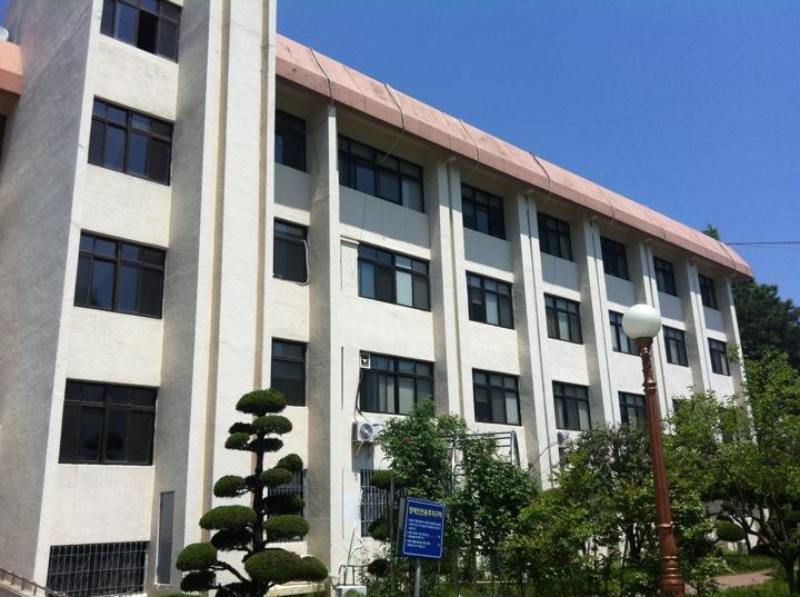 전남대학교 인문대학 2호관 College of Humanitas B/D Ⅱ | 광주 북구 우치로 91 | +82 62-530-3105